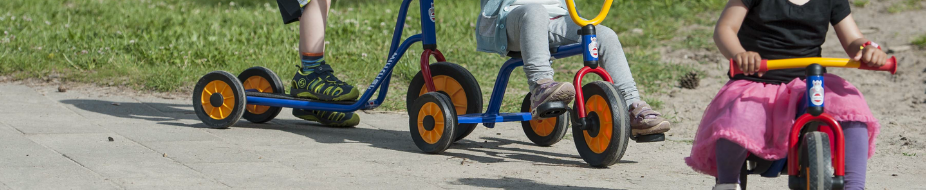 Triciclos y patinetes para psicomotricidad